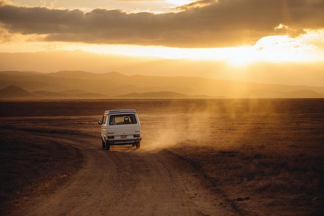Czym najprzyzwoiciej podróżować do pracy czy na wakacje własnym autem tak czy nie?